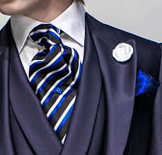 結婚式などで着用するアスコットタイの例のフックタイプ