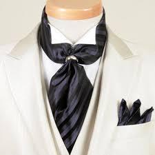 結婚式などで着用するアスコットタイの例のリングタイプ