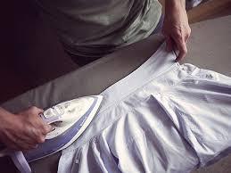 シャツ襟のアイロンプレスの写真